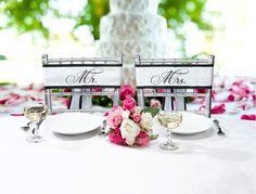 """Dekorér jeres bryllup stole med disse meget flotte satin #stolesløjfer med påtrykt """"Mr"""" og """"Mrs""""."""