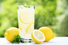 Lose 9 kg with this lemon diet in just two weeks Jela martinamnster Diät Are you looking for an effective way to lose weight quickly and detoxify your body at the same time? Why don't you even try the lemon diet? Jela Are you loo Lemon Water Diet, Sugar Detox Cleanse, Two Week Diet, Lemonade Diet, Master Cleanse, Detoxify Your Body, Diet Planner, Lose 20 Pounds, Fitness Workouts