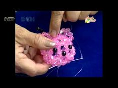 Learn how to weave Hello Kitty. I have new version; easy to follow from start to finish. Part 1 & 2 http://www.youtube.com/watch?v=ivfqqTbvYqM http://www.you...