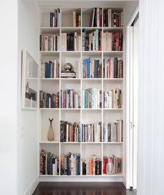 I love this wall of books!!!