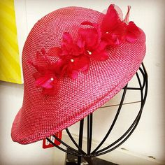 A pretty fascinator with vintage flowers! Bust' #craftacular #dtla #1hipchik | by 1hipchik