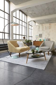 #Loft chic, #Industrial loft, concrete floor, retro couch and lamp #livingroom