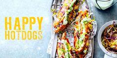 Worstjes met salami, zoete uien, oude komijnenkaas, zuurkool en korianderzaad, citroenmayo en rode kool, hangopsaus met komkommer en knoflook… de ene hot dog is de andere niet! Van broodje tot worst, van pepers tot saus, er valt veel te kiezen. In delicious.januari 2015 5 toprecepten, hier alvast ons covermodel! Bull's & Dogs funky fresh hotdog … (Lees verder…)