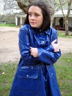 Rainweargirl - a place to appreciate the style, beauty and practicality of rainwear in all forms and textures. Blue Raincoat, Pvc Raincoat, Plastic Raincoat, Adele, Imper Pvc, Photo Merci, Rain Bonnet, Raincoats For Women, Rain Wear