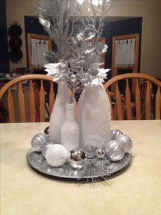 Ideas for wedding winter centerpieces wine bottles Wine Bottle Centerpieces, Winter Centerpieces, Centerpiece Decorations, Xmas Decorations, Christmas Party Centerpieces, Christmas Home, Christmas Crafts, Christmas Wine Bottles, Painted Wine Bottles
