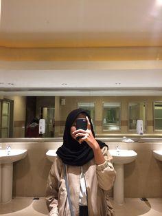Mirror Selfies, Ootd Hijab, Girl Gang, Hijab Fashion, Ulzzang, Blur, Photography, Outfits, Style