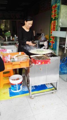 上海ジャンキー第1弾:  4.ネギ、パクチー、揚げ玉、魚肉ソーセージ、揚げ板、具ラー油、タレを乗せて