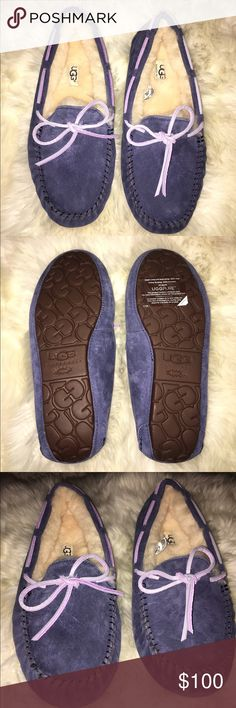 Women's Dakota navy blue ugg slippers These are brand new and never worn! Also comes in the original ugg packaging as well! Uggs With Bows, Ugg Slippers, Ugg Shoes, Fashion Design, Fashion Tips, Fashion Trends, Navy Blue, Packaging, Boots