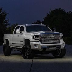 RealTruck.com (@realtruck) • Instagram photos and videos  @bsul92 in his sweet GMC #americanforcewheels #gmc #sierra #Denalihd #denali #furytires #furyoffroadtires #duramax #dieseltrucks #stormtrooper #14wides #24x14 #realtruck
