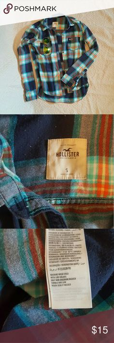 Hollister junior's flannel button down Well loved, especially for those chilly Friday nights! So cute with a pair of cut off shorts! Hollister Tops Button Down Shirts