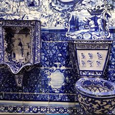 House and Garden UK. Wow blue and white bathroom.
