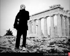 Paulo Coelho especialmente inspirado e influenciado pela atmosfera de Atenas, cidade repleta de mitos divinos e histórias filosóficas que serviram de arquétipos para o desenvolvimento social da humanidade.