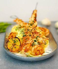 Pasta pasta pasta... Ja, vi är många där ute som gillar pasta! Den här pastan är riktigt god, het och fräsch! Den tydliga citronsmaken i den krämiga såsen ger den fräschheten som man vill... Snack Recipes, Dessert Recipes, Cooking Recipes, Snacks, Desserts, Good Food, Yummy Food, Incredible Edibles, Fish And Seafood