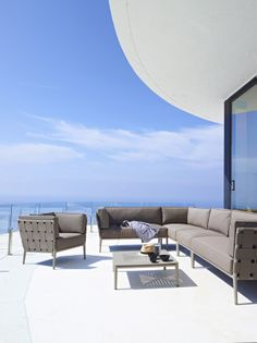 Do you think that your house is in need of some decking designs to cover up that empty backyard? Pergola Design, Deck Design, Coffee Shops, 2 Seater Sofa, Sectional Sofa, Outdoor Lounge, Outdoor Decor, Modul Sofa, Lounge Suites