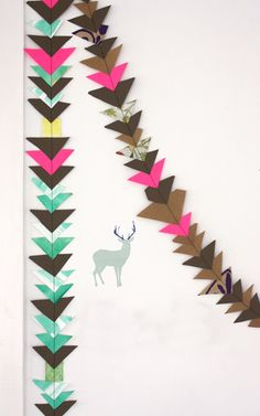 Paper garland more triangles Paper Garlands, Paper Decorations, Crafty Craft, Crafting, Diy Banner, Bunting Garland, Paper Paper, Backdrops For Parties, Eyfs