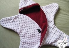 Tuto sewing and Boss of the Baby Star ! The news created to keep baby at home. Coin Couture, Baby Couture, Couture Sewing, Sewing Baby Clothes, Baby Clothes Patterns, Baby Patterns, Star Wars Baby, Sewing Online, Baby Sewing Projects
