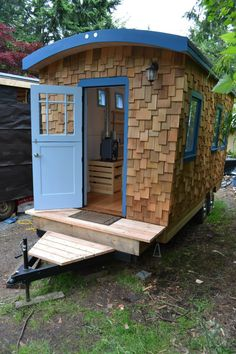 This post features Hornby Island Caravan's tiny home that was built to be used as a separate backyard office and also as a micro guest house. Tiny House Trailer, Tiny House Plans, Tiny House On Wheels, Gypsy Trailer, Gypsy Caravan, Tiny House Living, My House, Tiny House Design, Home Design