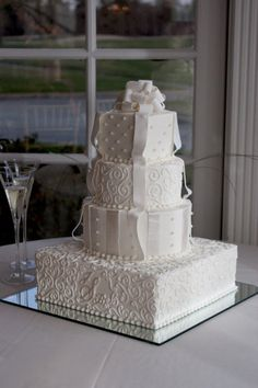 Im a girl who likes a classic wedding cake, nothing too outdone.