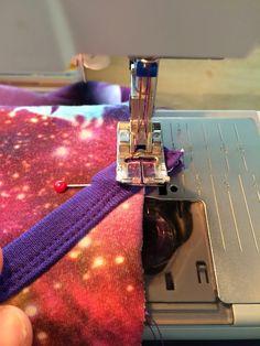 Mange har spurgt mig hvordan jeg laver mine heldragter og jeg har lovet at få lavet en DIY   Du skal bruge  ca 70 cm jersey (alt efter str. ...