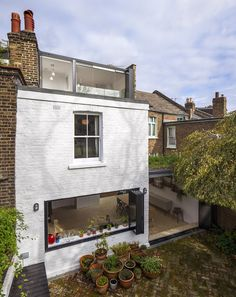 Completed in 2014 in London, United Kingdom. Images by Salt Productions Ltd. The clients wanted to stay in their Victorian home but wanted to improve the connection to their surrounding landscape. Achieving this connection was...