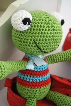 This is a happy frog named Felix. He loves to play and to be cuddled. Felix has no stiff parts, therefore even babies can play with it. Finished toy measures about 25 cm. ALL LILLELIIS TOYS ARE ORIGINAL DESIGN. I PUT A LOT OF EFFORT IN CREATING THE CUTIES, WRITING PATTERNS, TAKING PHOTOS AND OFFERING …