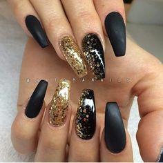 35 Impressive Nail Ideas That Trending In 2019 - Black And Gold Nails - Black Gold Nails, Gold Acrylic Nails, Matte Nails, Matte Black, Black Sparkle, Gold Coffin Nails, Matte Gold, Nagel Hacks, Nagel Blog