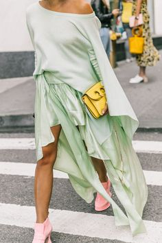 Want to know how to wear clashing colors like a fashion girl? Get some inspiration here.