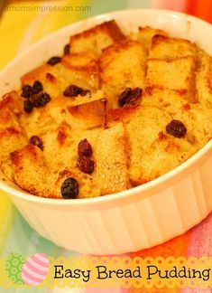An easy bread pudding recipe perfect for Easter brunch or for a delicious dessert. Pudding Desserts, Easy Pudding Recipes, Köstliche Desserts, Bread Recipes, Baking Recipes, Delicious Desserts, Yummy Food, Capirotada Recipe, Old Fashioned Bread Pudding