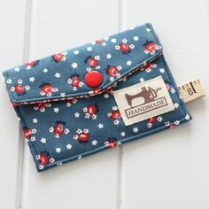 Quick sewing tutorial to make a Business card wallet - perfect for storing business cards in your handbag or to use as a gift card wallet.