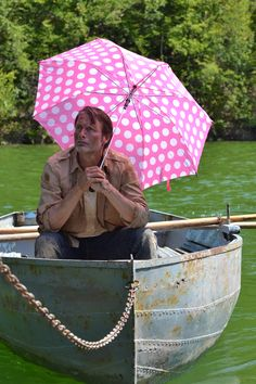Behind the scene of Move On - Is this your pink umbrella Mr Mikkelsen? - www.move-on-film.com