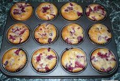 Malinovo-jahodové muffiny - Recepty.cz - On-line kuchařka Breakfast, Food, Cupcake, Fitness, Morning Coffee, Cupcake Cakes, Meals, Cupcakes, Muffin