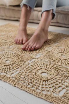 Opportunities abound with this square-motif raffia crochet rug pattern! Featuring a textured circle pattern made by crocheting front and back post stitches with a sturdy plant fiber, the First Light Rug by Gwen Buttke McGannon has a strong organic quality Crochet Rug Patterns, Crochet Stitches, Knitting Patterns, Crochet Squares, Crochet Carpet, Crochet Home, Crochet Summer, Diy Crochet Rug, Circle Pattern