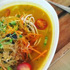 Meal in a bowl for simplicity, ease and a full tummy. Soup Starter, Low Carb Recipes, Healthy Recipes, Good Food, Yummy Food, Frugal Meals, Pinterest Recipes, Chili Recipes, Kitchen Recipes