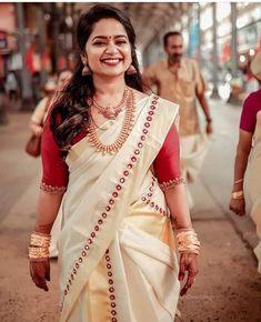 Kerala Wedding Saree, Kerala Bride, Kerala Saree Blouse Designs, Indian Attire, Indian Wear, Trendy Sarees, Indian Bridal Fashion, Saree Models, Elegant Saree