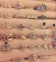 We all deserve a crown ring Cute Jewelry, Jewelry Box, Jewelry Rings, Jewelery, Jewelry Accessories, Silver Jewelry, Tiara Ring, Ring Verlobung, Ring Necklace