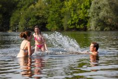 Find out which rivers, leisure lakes, waterfalls and beaches to hit this summer in the Dordogne Valley as well as all the practical information about opening times, pets and more. Camping Sarlat, La Dordogne, Strange Places, Medieval Town, The Locals, Swimming, France, Landscape, Couple Photos
