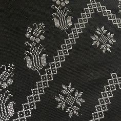 Gümüş Etamin Seccade Modeli Simple Cross Stitch, Beads, Rugs, Handmade, Cerberus, Home Decor, Bohemian, Activities, Iphone
