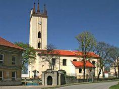 Česko, Podivín - Kostel sv.Petra a Pavla
