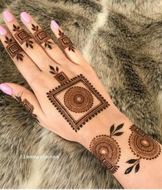 50 Most beautiful South Korea Mehndi Design (South Korea Henna Design) that you can apply on your Beautiful Hands and Body in daily life. Henna Hand Designs, Round Mehndi Design, Mehndi Designs Finger, Mehndi Designs Book, Stylish Mehndi Designs, Mehndi Designs For Girls, Mehndi Designs For Beginners, Mehndi Design Photos, Wedding Mehndi Designs