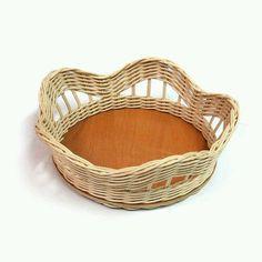 Willow Weaving, Basket Weaving, Woven Baskets, Newspaper Crafts, Weaving Art, Home Room Design, Handicraft, Wicker, Creations
