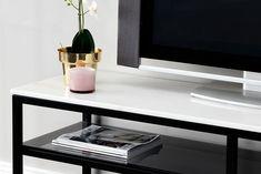 Innendørs - Oppbevaring - TV-benker - SANDY TV-Benk 160 Svart/Hvit Tv Installation, Floating Nightstand, Office Desk, Flat Screen, Living Room, Table, Inspiration, Furniture, Home Decor