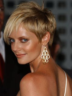 Marley Shelton with short hair from way back when. Such a cool/edgy cut.