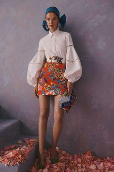 Carolina Herrera Resort 2020 Kollektion – Vogue For other models, you can visit … Fashion Weeks, Fashion 2020, Runway Fashion, Fashion Outfits, Fashion Trends, High Fashion, London Fashion, Cruise Fashion, Ski Fashion