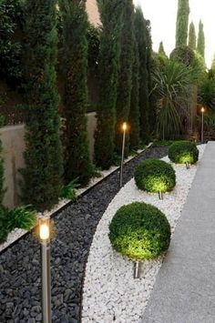 Simple Front Yard Backyard Landscaping Ideas on A Budget 2019 - - 40 + einfache Vorgarten Hinter Small Backyard Landscaping, Landscaping With Rocks, Modern Landscaping, Backyard Ideas, Backyard Bar, Mulch Landscaping, Patio Ideas, Black Rock Landscaping, Florida Landscaping