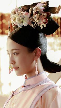 花落宫廷错流年 Chinese Style, Chinese Art, Chinese Painting, Japanese Art Samurai, Chinese Drawings, Beautiful Costumes, Oriental Fashion, Qing Dynasty, Chinese Culture