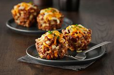 These mini meatloaves are moist and delicious! Using a muffin pan also cuts the baking time of these meatloaves in half! Kraft Recipes, Cooking Instructions, Cooking Recipes, What's Cooking, Ground Beef Recipes, What To Cook, Original Recipe, Food For Thought, Love Food