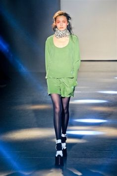 Vivienne Westwood : défilé prêt-à-porter automne-hiver 2012-2013. L'Angleterre en héritage chez Vivienne Westwood : http://www.journaldesfemmes.com/mode/createur-de-mode/le-defile-vivienne-westwood-pret-a-porter-automne-hiver-2012-2013.shtml