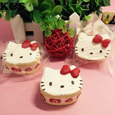 Cute Hello Kitty Strawberry Cake Squishy 5pcs/lot Small Squishies Wholesale…