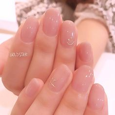 Want some ideas for wedding nail polish designs? This article is a collection of our favorite nail polish designs for your special day. Elegant Nails, Stylish Nails, Trendy Nails, Cute Nails, Blush Nails, Minimalist Nails, Nail Swag, Shiny Nails, Gel Nails