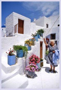 Greek Yiayia's laundry day in Pyrgos, Santorini island Mykonos, Santorini Greece, Santorini Island, Travel Around The World, Around The Worlds, Greek Garden, Casas The Sims 4, Greek House, Greece Travel